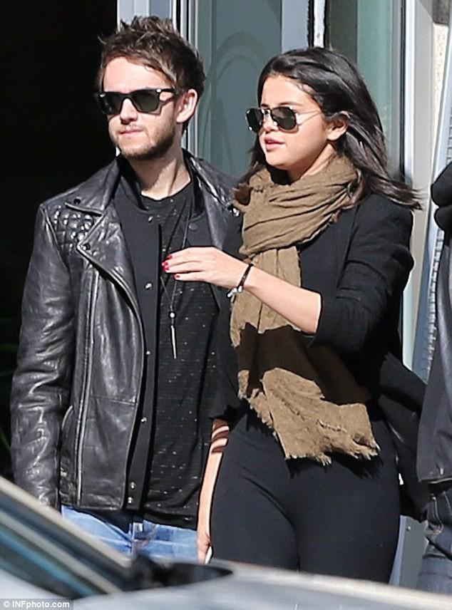 Selena Gomez và bạn trai mới bị theo dõi - ảnh 4