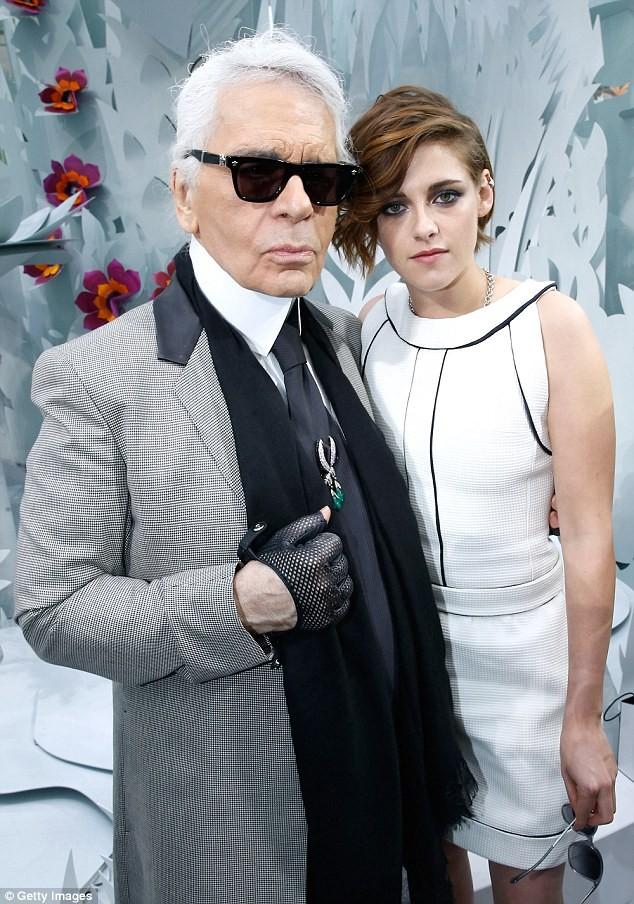 Kristen Stewart diện váy trắng muốt kiêu sa ở Paris - ảnh 10