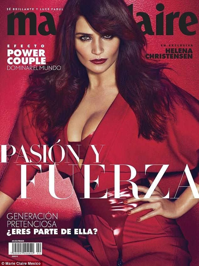 Ngắm siêu mẫu Helena Christensen rực đỏ đầy quyến rũ - ảnh 1