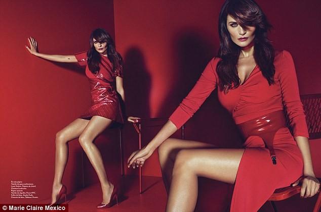Ngắm siêu mẫu Helena Christensen rực đỏ đầy quyến rũ - ảnh 3