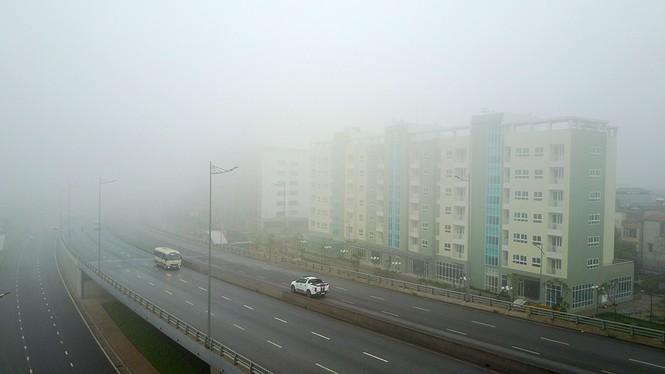 Hà Nội mịt mù trong sương dày đặc - ảnh 1