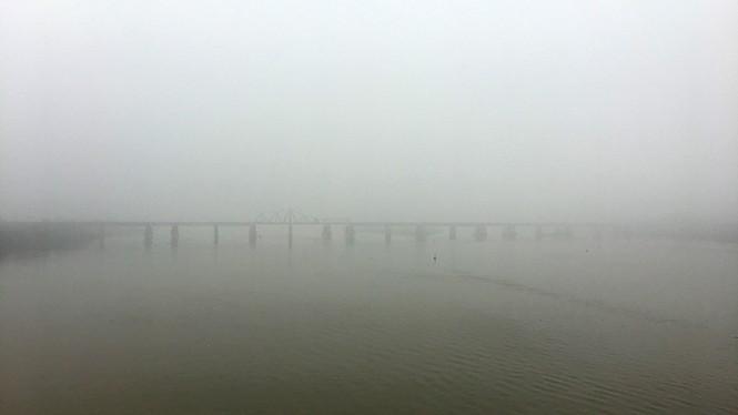 Hà Nội mịt mù trong sương dày đặc - ảnh 2