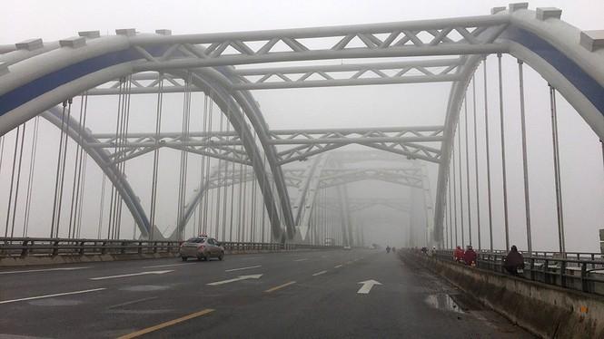 Hà Nội mịt mù trong sương dày đặc - ảnh 4