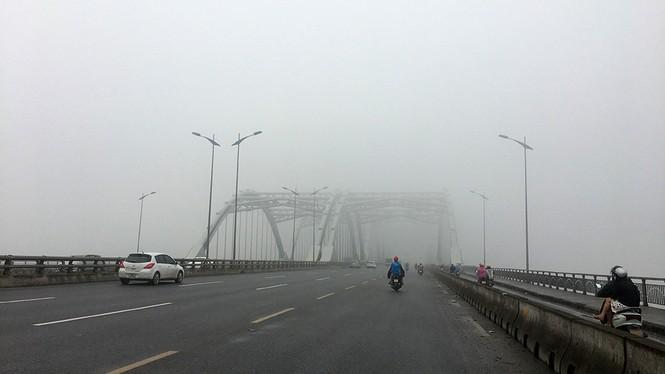 Hà Nội mịt mù trong sương dày đặc - ảnh 5
