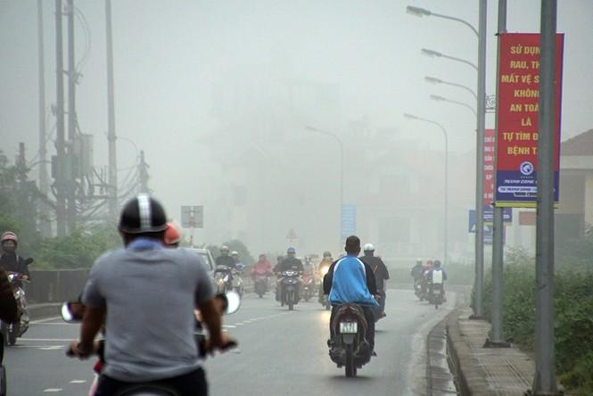 Hà Nội mịt mù trong sương dày đặc - ảnh 6