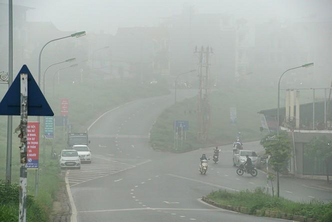 Hà Nội mịt mù trong sương dày đặc - ảnh 7