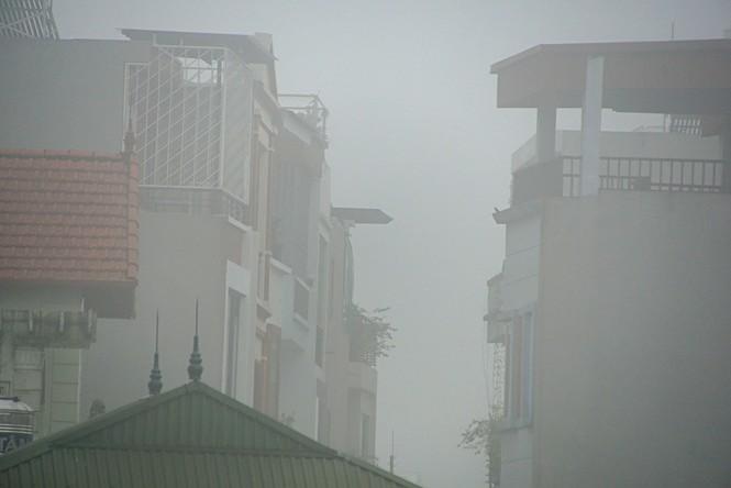 Hà Nội mịt mù trong sương dày đặc - ảnh 8