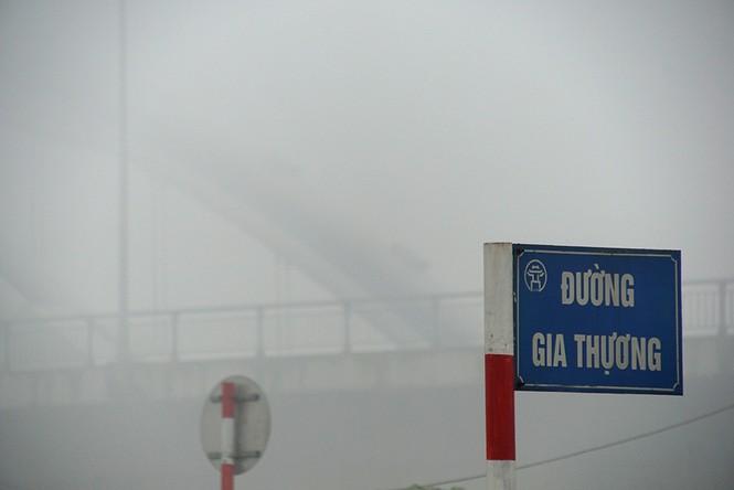 Hà Nội mịt mù trong sương dày đặc - ảnh 9