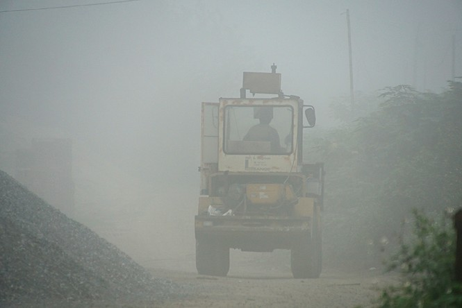 Hà Nội mịt mù trong sương dày đặc - ảnh 11