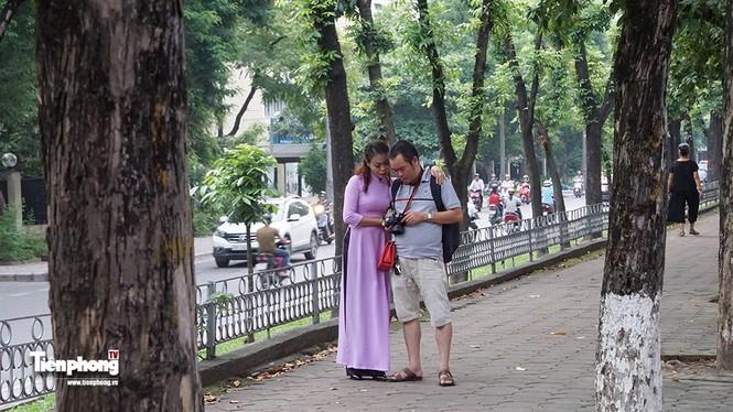 Hàng cây trên đường Kim Mã trước giờ chặt hạ, đánh chuyển - ảnh 7
