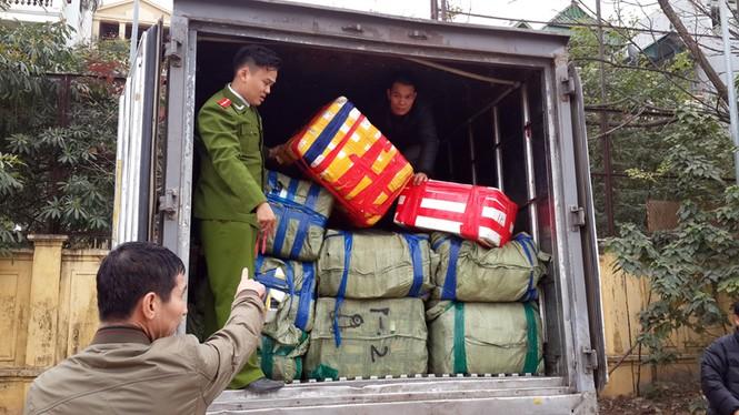 """Bắt hàng tấn hải sản lậu Trung Quốc """"đổ bộ"""" vào Việt Nam - ảnh 1"""