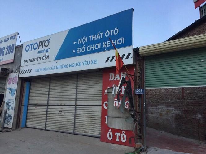 Uy hiếp cửa hàng sửa chữa ô tô rồi hàn sắt bịt kín cửa - ảnh 1