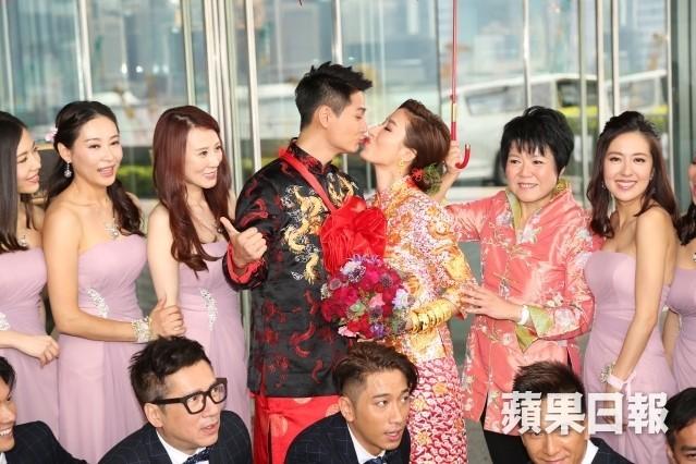 Hoa đán TVB Dương Di đeo vàng trĩu tay trong ngày cưới - ảnh 6