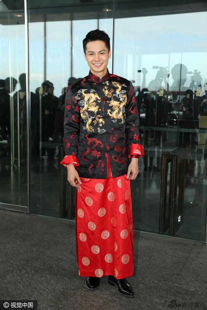 Hoa đán TVB Dương Di đeo vàng trĩu tay trong ngày cưới - ảnh 1