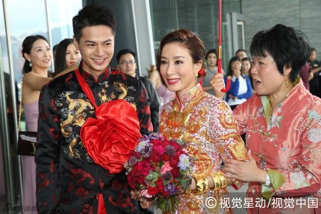 Hoa đán TVB Dương Di đeo vàng trĩu tay trong ngày cưới - ảnh 5