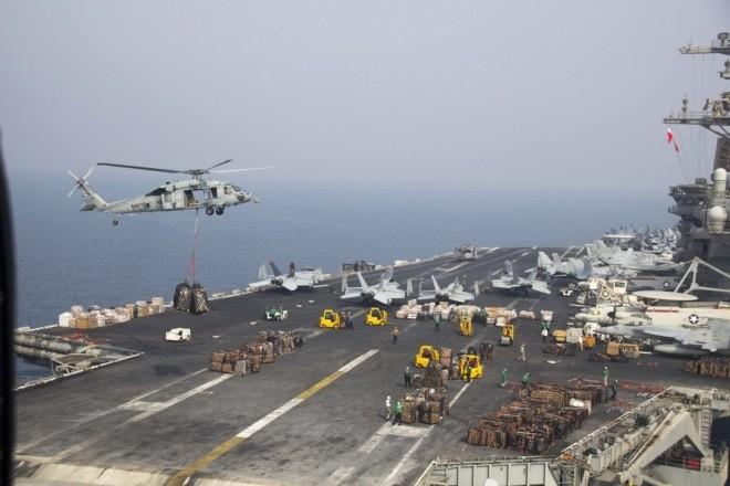Hoạt động trên boong tàu sân bay Mỹ - ảnh 9