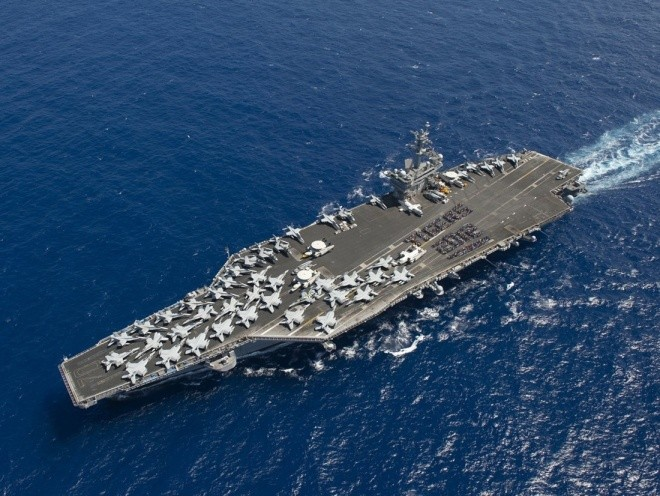 Hoạt động trên boong tàu sân bay Mỹ - ảnh 1