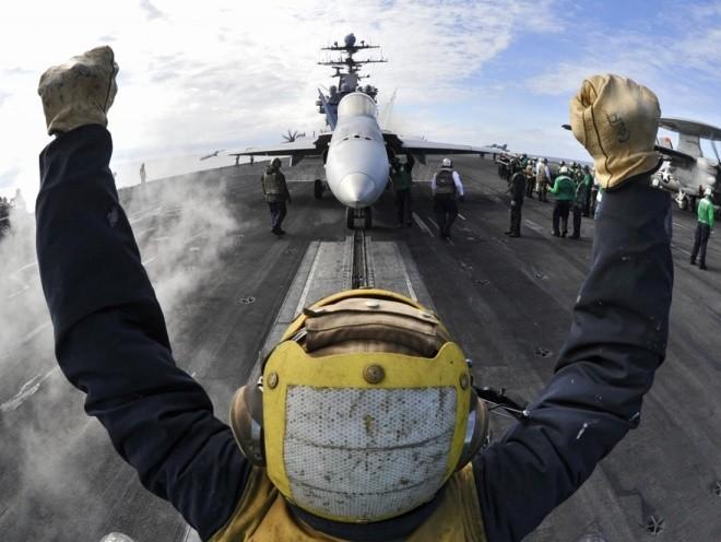 Hoạt động trên boong tàu sân bay Mỹ - ảnh 8