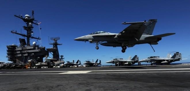 Hoạt động trên boong tàu sân bay Mỹ - ảnh 2