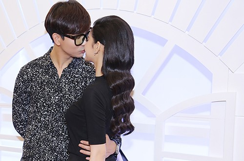 Tim hôn Trương Quỳnh Anh trước đám đông - ảnh 2