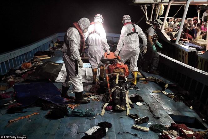 Phát hiện tàu di cư chất đầy thi thể người chết ngạt - ảnh 5