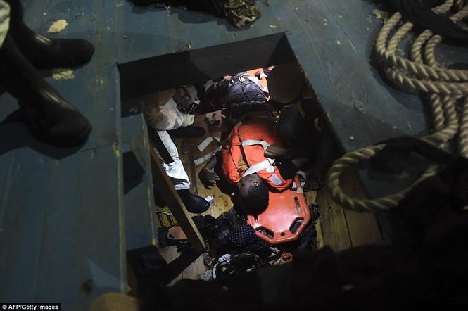 Phát hiện tàu di cư chất đầy thi thể người chết ngạt - ảnh 2
