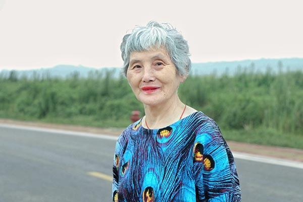 Cụ bà 74 tuổi 'lột xác' thành ngôi sao thời trang - ảnh 4