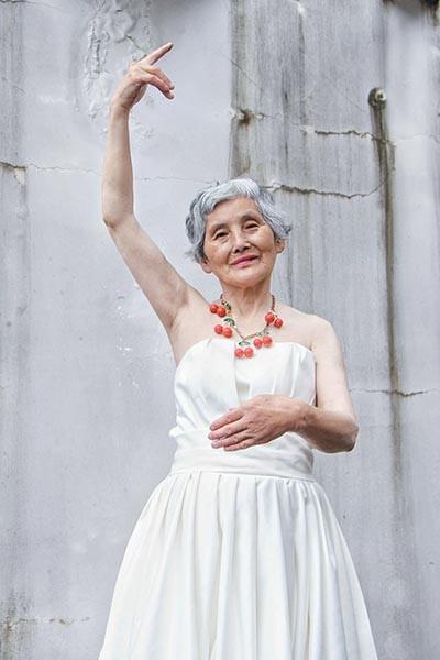 Cụ bà 74 tuổi 'lột xác' thành ngôi sao thời trang - ảnh 2