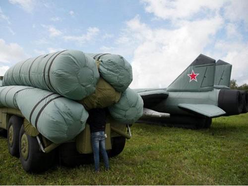 Tiêm kích bơm hơi - vũ khí ngụy trang bí mật của Nga - ảnh 1