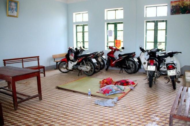 Nghìn người ở Hà Tĩnh chui mái nhà chờ nước rút - ảnh 7
