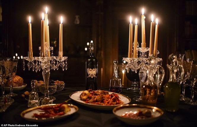 Lâu đài Dracula mở cửa cho khách vào ngủ trong quan tài - ảnh 5