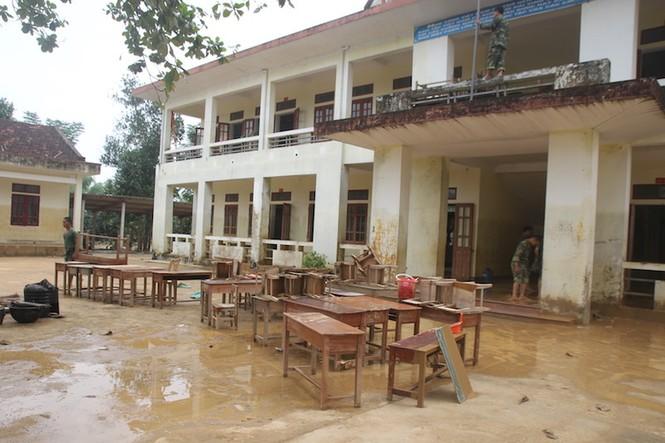 Ngành giáo dục Hương Khê nỗ lực khắc phục trường lớp sau lũ - ảnh 2