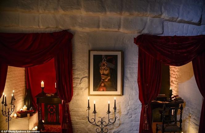 Lâu đài Dracula mở cửa cho khách vào ngủ trong quan tài - ảnh 2