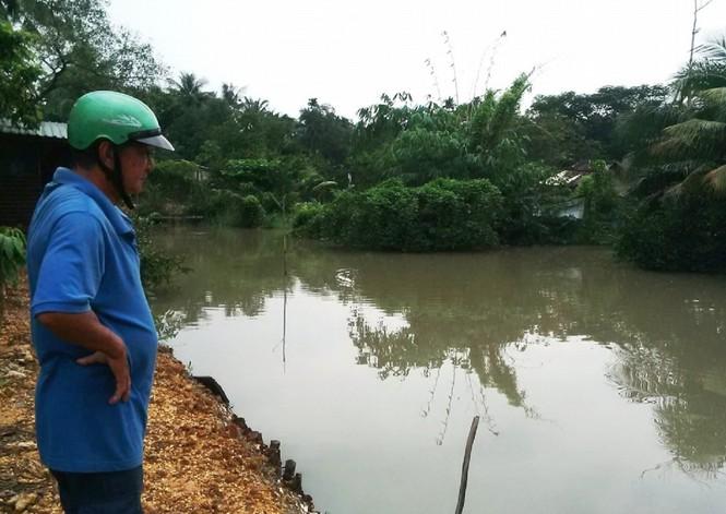 Triều cường gây ngập, người nuôi cá Sài Gòn khóc ròng - ảnh 1