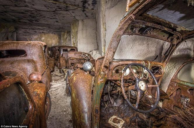Phát hiện hàng chục xe hơi giấu trong hang đá suốt 70 năm - ảnh 3