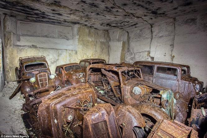Phát hiện hàng chục xe hơi giấu trong hang đá suốt 70 năm - ảnh 10