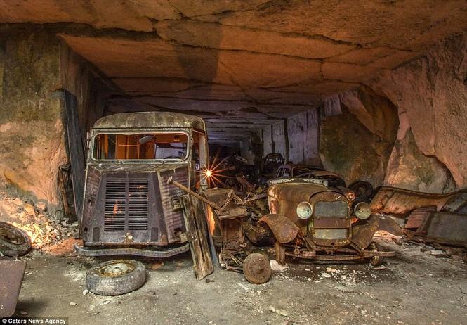 Phát hiện hàng chục xe hơi giấu trong hang đá suốt 70 năm - ảnh 11