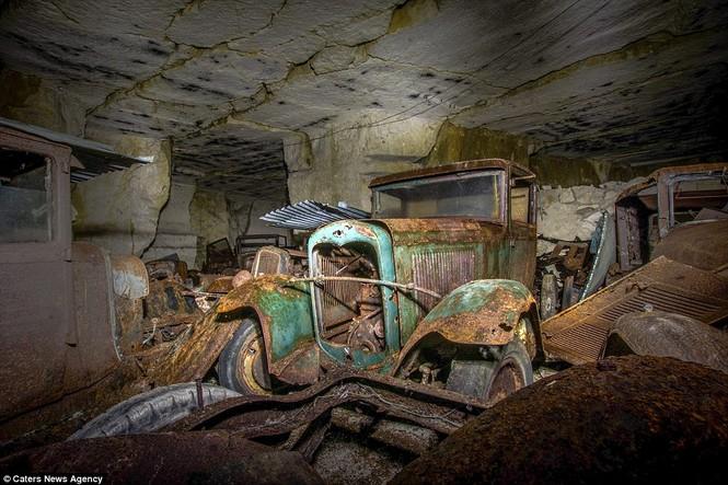 Phát hiện hàng chục xe hơi giấu trong hang đá suốt 70 năm - ảnh 4