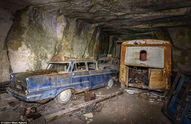 Phát hiện hàng chục xe hơi giấu trong hang đá suốt 70 năm - ảnh 8