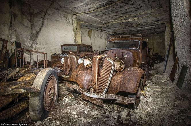 Phát hiện hàng chục xe hơi giấu trong hang đá suốt 70 năm - ảnh 5