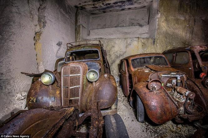 Phát hiện hàng chục xe hơi giấu trong hang đá suốt 70 năm - ảnh 2