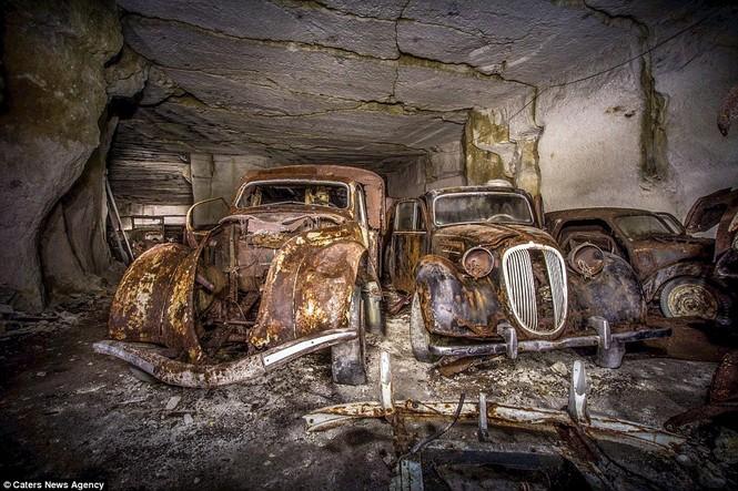 Phát hiện hàng chục xe hơi giấu trong hang đá suốt 70 năm - ảnh 9