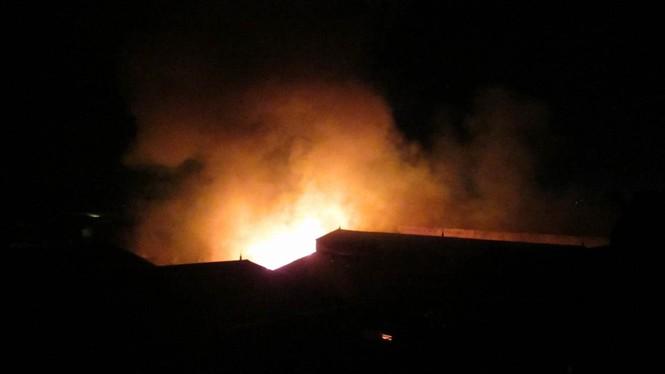 Cháy lớn ở điểm công nghiệp xã La Phù - ảnh 5