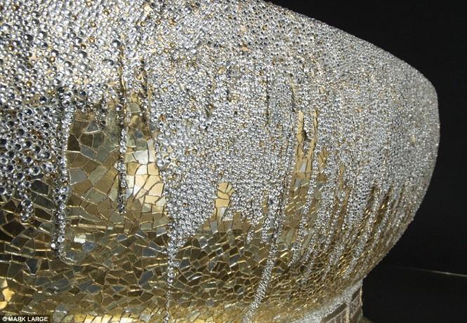 Loá mắt với bồn tắm dát vàng, đính pha lê giá gần 3 tỉ đồng - ảnh 6