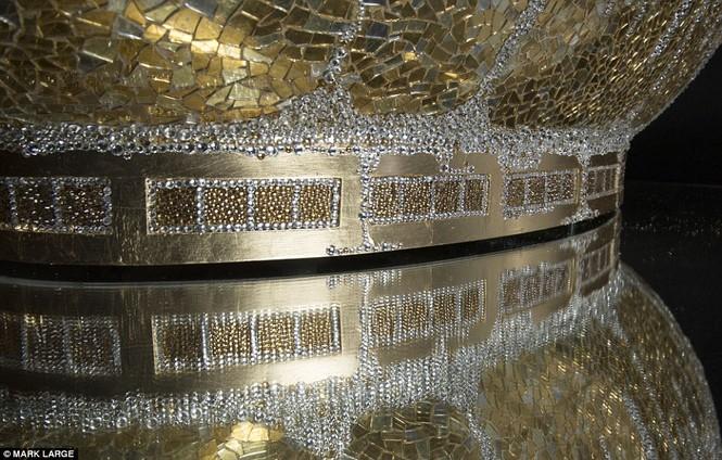 Loá mắt với bồn tắm dát vàng, đính pha lê giá gần 3 tỉ đồng - ảnh 7