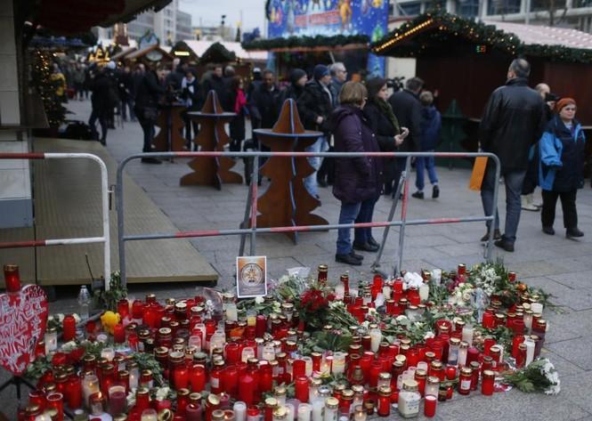 Đức mở lại chợ Giáng sinh sau thảm họa khủng bố - ảnh 8
