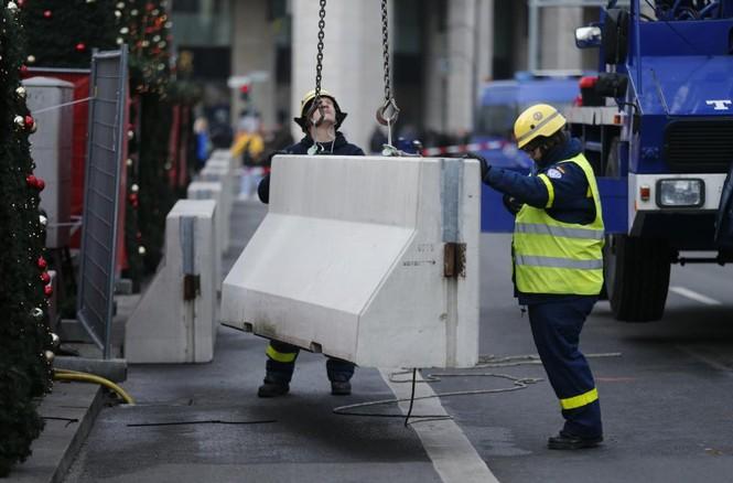 Đức mở lại chợ Giáng sinh sau thảm họa khủng bố - ảnh 2