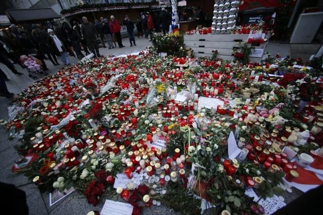 Đức mở lại chợ Giáng sinh sau thảm họa khủng bố - ảnh 6