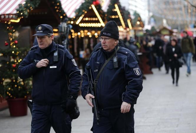 Đức mở lại chợ Giáng sinh sau thảm họa khủng bố - ảnh 3
