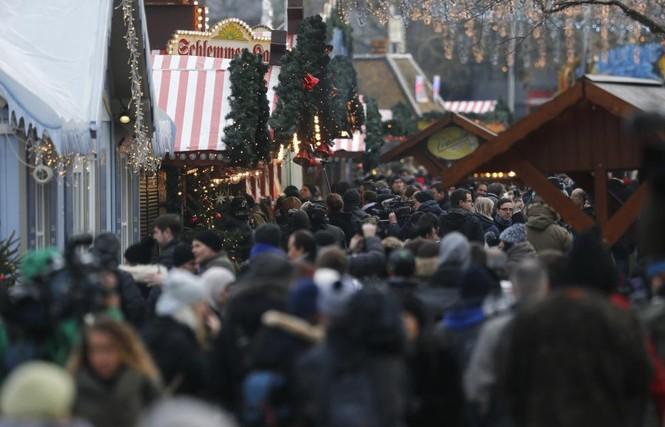 Đức mở lại chợ Giáng sinh sau thảm họa khủng bố - ảnh 5